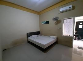 OYO Life 2982 Griya Aisyah Residence 2, hotel near Pakuwon Mall, Surabaya