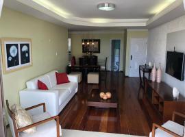 Apartamento amplo, arejado e confortável - Mínimo 3 noites, apartment in Ilhéus