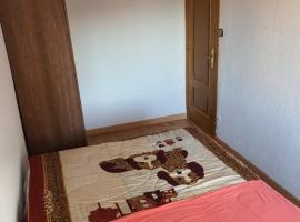 piso en navalmoral de la mata, pet-friendly hotel in Madrid
