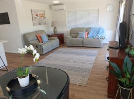 Private 2 Bedroom Apartment Castor Bay Auckland, self-catering accommodation in Auckland