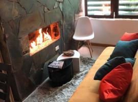 Apartamento mezzanine Gutierrez Y De La Peña, hotel cerca de Biblioteca El Tunal, Bogotá