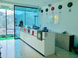 SPOT ON 89900 Jesselton Capsule Inn, hotel near Tunku Abdul Rahman Park, Kota Kinabalu