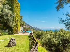 Corfu Luxury Villa - Majestic Villa Manavra, pet-friendly hotel in Ýpsos