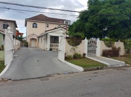 Leons Luxury Montego Bay Home, homestay in Montego Bay