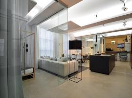 Luxury Omaruru-Design-Apartment Deluxe, apartment in Munich