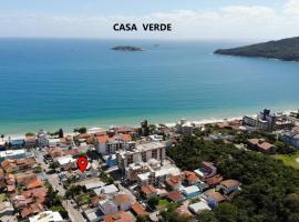 Casa Verde - Resid. Villa Verão - A 70 Metros da Praia, casa de temporada em Florianópolis