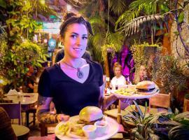 Los Amigos Hostel, hotel in Flores