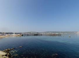 Waters Edge Balcony Apartment, hotel in Swanage