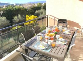 Appartement 3 pieces, refait a neuf, haut standing, piscine, mer a pieds, pet-friendly hotel in Antibes