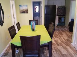 3 br condo 1/2 block from the beach, hotel in Seaside Heights