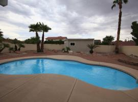 Relaxing 4 Bedroom House With A Pool, budget hotel in Las Vegas