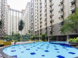 RedDoorz Apartment @ Gateway Cicadas, apartment in Bandung