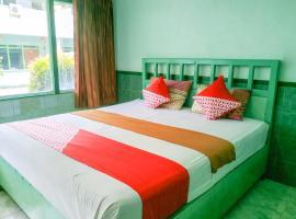 OYO 3098 Hotel Sahabat Baru, hotel in Singkawang