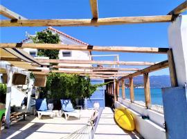 LIVING ON THE SEA SAMOS ISLAND, hotel in Marathokampos