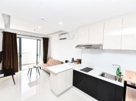 LOVINA 17-10 AT Harbour Bay Residences, apartment in Tanjunguma