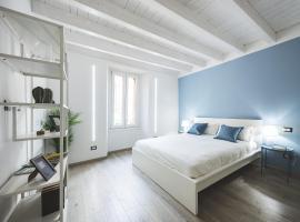 Blue Lake Apartments, apartment in Como