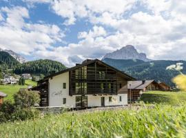 Cadepunt the Dolomites Lodge, apartment in Selva di Val Gardena