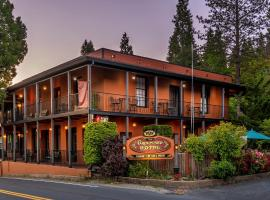 The Groveland Hotel, guest house in Groveland