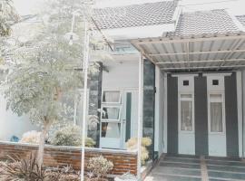 Villa Bougenville - 2 Bedrooms, villa in Malang