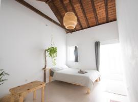 Casa Calma Yoga Guesthouse, hostel in Agaete