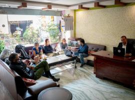 Alpine Hotel & Apartment, hotel en Katmandú