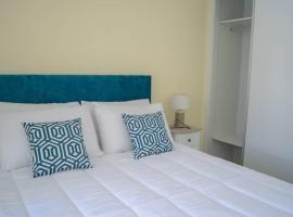 Quinta da Cerca T2 / Azul / Piscina, hotel near Dino Park Lourinha, Lourinhã