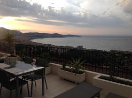 Superbe Studio avec Terrasse, Jaccuzi, Vue Mer Quartier Fabron à Nice, hotel with jacuzzis in Nice