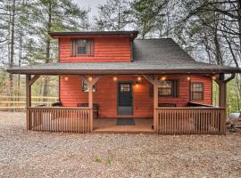 Modern Cabin with Deck in the Blue Ridge Mountains!, hotel in Blairsville