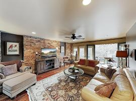 5 Star Luxurious Urban Loft Apartment In The Heart Of Asheville condo, apartment in Asheville