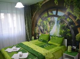 Green apartment, hotel in Hunedoara