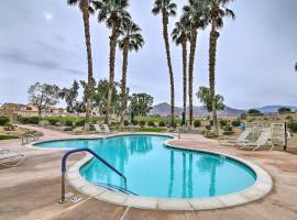 Palm Royale CC Apt with Golf Course and Mtn Views!, hotel in La Quinta