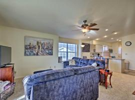 Family-Friendly Branson Condo with Outdoor Pool!, villa in Branson