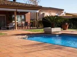Casa Bella con piscina, hotel que acepta mascotas en Caldes de Montbui