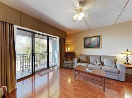 New Listing! River-View Getaway, Walkable Locale condo, apartment in Wilmington