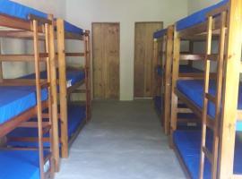 Suíte com 2 banheiros para 12 pessoas em Pousada, hostel in Paraty