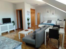 AIRPORT/IFEMA Estudio en Barajas, apartamento em Madri