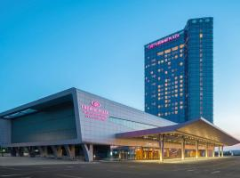Crowne Plaza Dalian Sports Center, hotel in Dalian