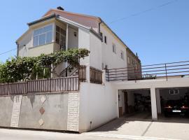 Apartman Knezo, pet-friendly hotel in Trogir