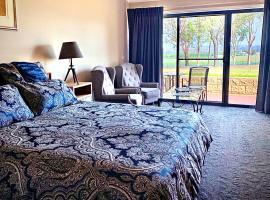 Estate Tuscany, hotel near Audrey Wilkinson Winery, Pokolbin
