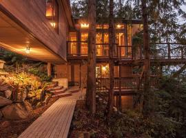 The Sanctuary Retreat & Spa, hotel in Salt Spring Island