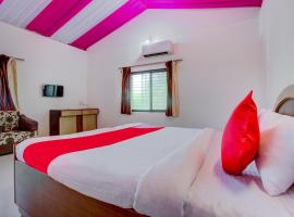 OYO 70235 Hill View Resort, room in Nashik