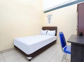 OYO Life 2833 Kost Harmony, hotel near Ereveld Kalibanteng, Semarang