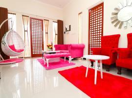 Villa Holiday by Masterpiece Villa, pet-friendly hotel in Batu