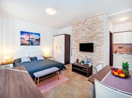 F&R Apartments, hotel near Geological Park Fantasia Monfiorenzo, Rovinj