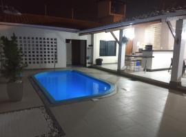 Casa Temporada Aracaju - 500 metros Orla Atalaia, hotel with jacuzzis in Aracaju