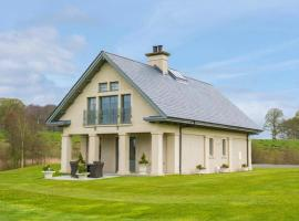 Luxury Lodge on the 5 Star Lough Erne Resort, hotel in Enniskillen