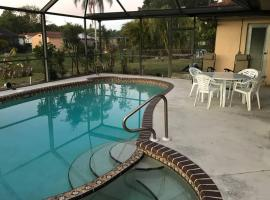 Catalina Cabana - self checkin - pool - parking, villa in Fort Myers