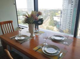 Modern apartment+office w Parking @ Olympic Park, hotel in Sydney