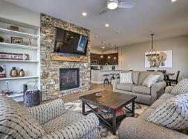 Newly Built Ski Condo with Hot Tub and Shuttle Access!, hotel in Winter Park