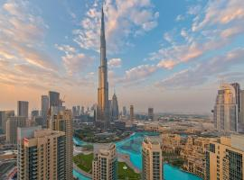 Spectacular Burj Khalifa & Fountain View 2 Bedroom Apartment, 29 Boulevard Tower, hôtel avec piscine à Dubaï